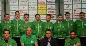 Adnan Delić sa trenerima i igračima